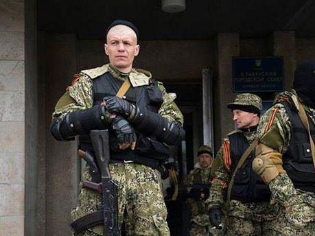 В Славянск свезли людей со снайперскими винтовками, - журналист
