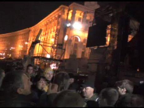Під сценою на Майдані