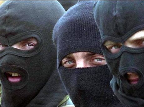 Ворвались люди в масках
