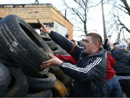 Неизвестные пытались разобрать баррикады сепаратистов в Краматорске, — СМИ