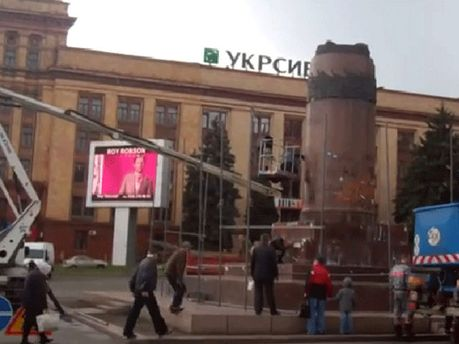 Пьедестал в центре Днепропетровска
