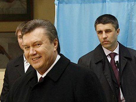 Виктор Янукович и охранники