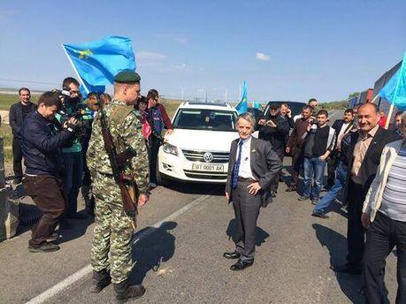 Мустафу Джемилева не пускают в Крым