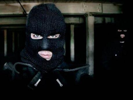 Невідомі у масках пограбували ювелірний магазин