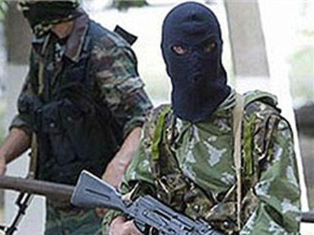 Вооруженные люди в масках похитили авто
