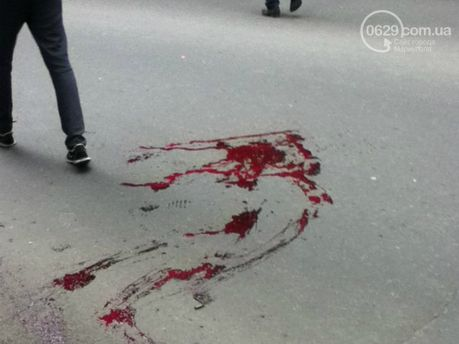 У Маріуполі — калюжі крові
