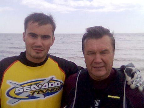 Янукович с младшим сыном
