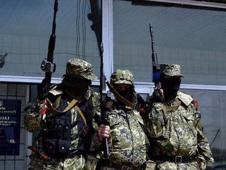 Терористи захопили у заручники батьків активіста