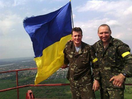 Фото дня: на найвищій точці Слов'янська підняли прапор України