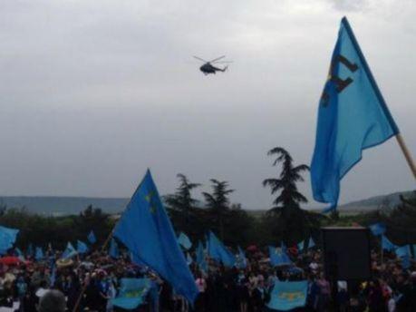 Траурний мітинг кримських татар намагалися зірвати військові вертольоти (Фото)