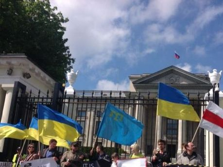 Акція біля посольства Росії у Варшаві