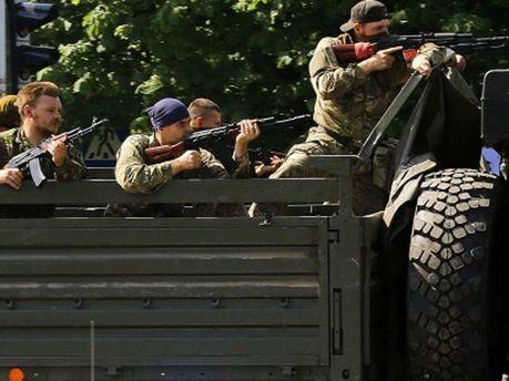 На Донеччині терористи розстріляли вантажівки, є жертви, — ЗМІ