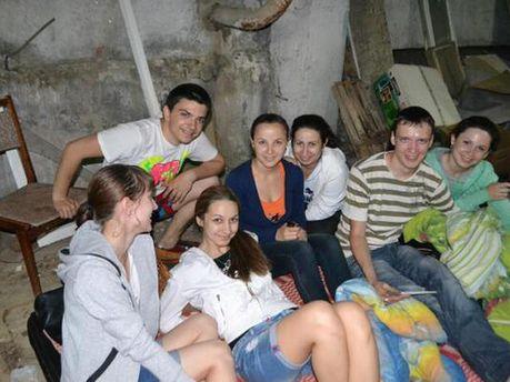 Донецкие студенты в бомбоубежище