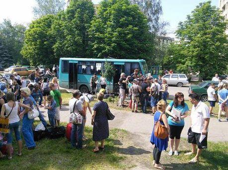 Фото дня: Дітей евакуюють із Слов'янська