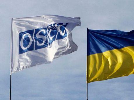 Флаги Украины и ОБСЕ