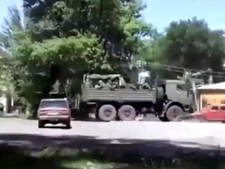 Террористы въезжают в Снежное