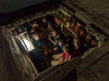 Дети в бомбоубежище в Славянске