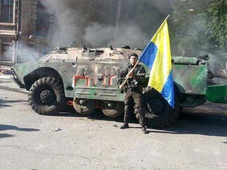 Український військовий в Маріуполі