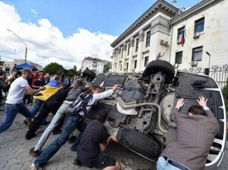 Возле посольства России в Киеве