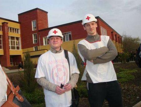 Евгений Близнюк - на фото слева