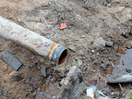 Поврежденный водопровод