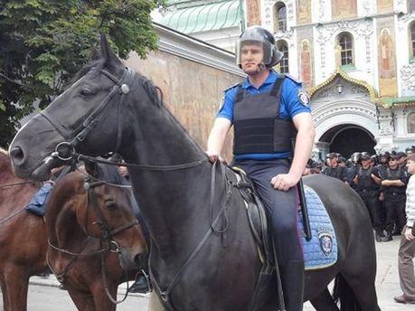 """В столице сотни человек пикетируют вероятное создание """"Киевской народной республики"""" (Фото)"""