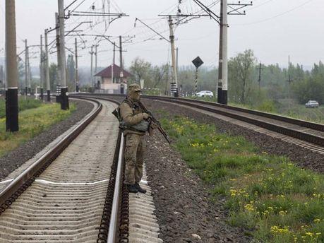 Боевик на железнодорожном пути