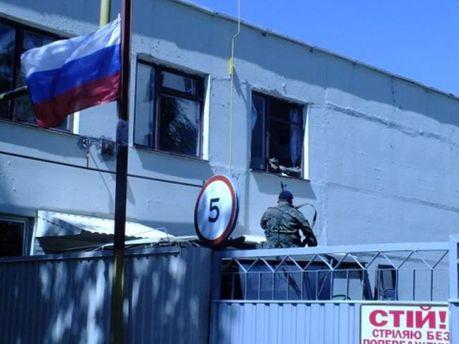 В Донецьку без бою здали в/ч, деякі солдати перейшли на бік терористів (Відео)