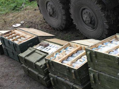 Військові вивезли зі штабу терористів дві вантажівки зброї (Фото)