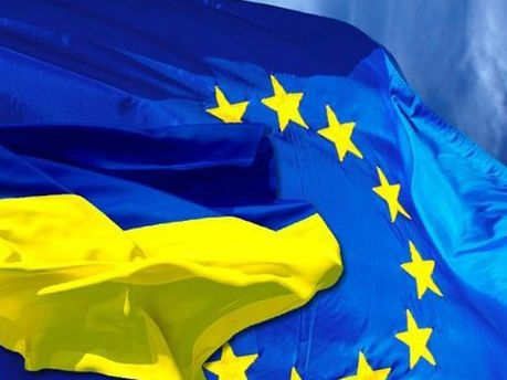 Флаги ЕС и Украины