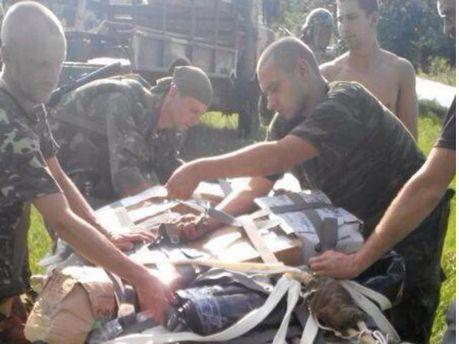 Фото дня: в луганский аэропорт прилетели посылки для военных