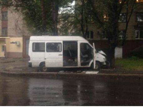 Расстреляли микроавтобус