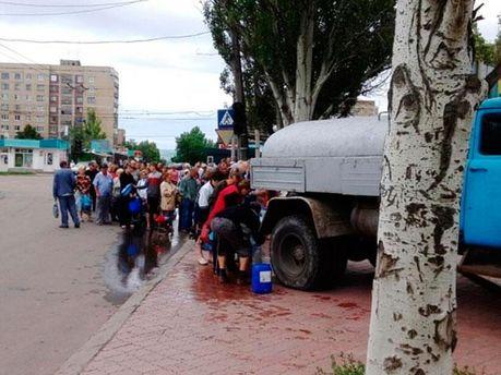 Очередь за водой в Славянске