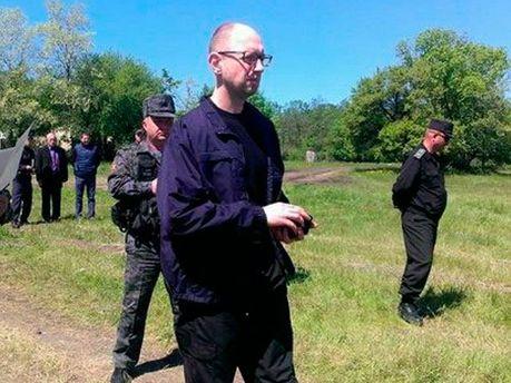 Арсений Яценюк в зоне АТО