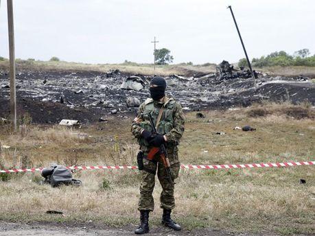 Террорист на фоне сбитого Boeing