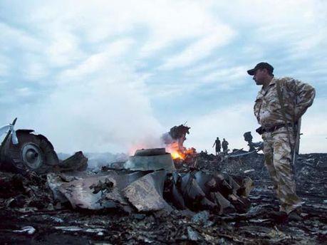 С места падения самолета