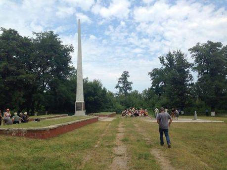 Братская могила жертв террористов