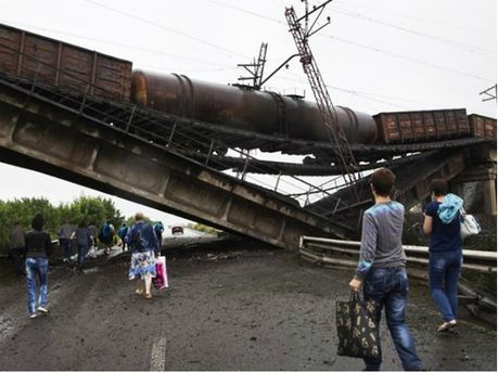 Террористы подрывают мосты на Донбассе
