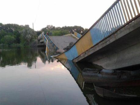 На Донбассе террористы взрывают мосты