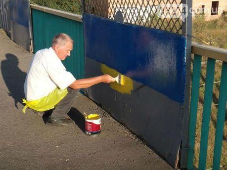 В Артемовске разрисовали мосты в желто-голубые цвета (Фото)