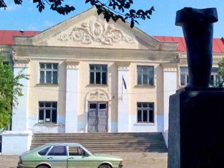 Зруйнований пам'ятник Леніну