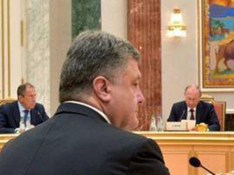 Петр Порошенко на встрече в Минске