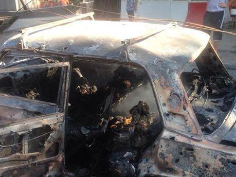 Донецк. Последствия попадания снаряда в авто