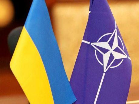 Прапор України та НАТО