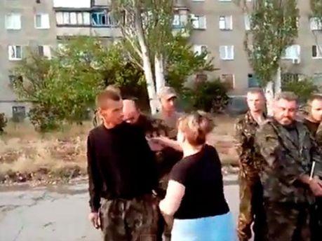 В Снежном издеваются над украинскими военными