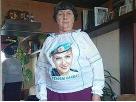 ФОТО ДНЯ: Харьковчанки сделали вышиванку с портретом Надежды Савченко