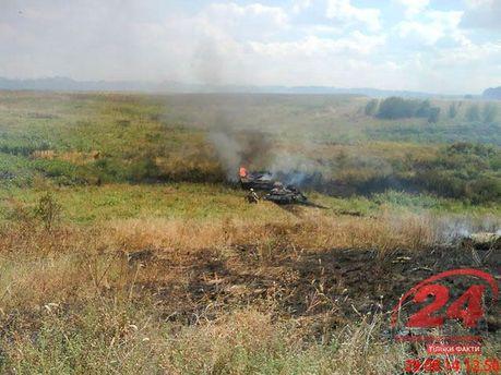 Згорілі російські танки під Іловайськом