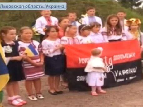 """Российское ТВ пугает российские войска украинским """"детским батальоном"""" (Видео)"""