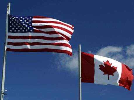 Прапори США і Канади