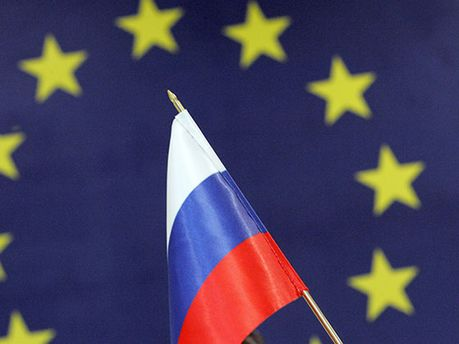 Флаг РФ на фоне флага ЕС